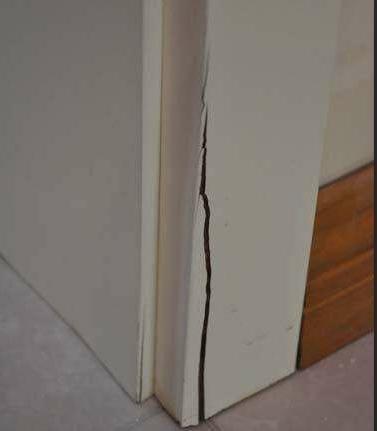 装修卫生间这个细节很重要,给门套做2个耳朵,用30年也不会坏